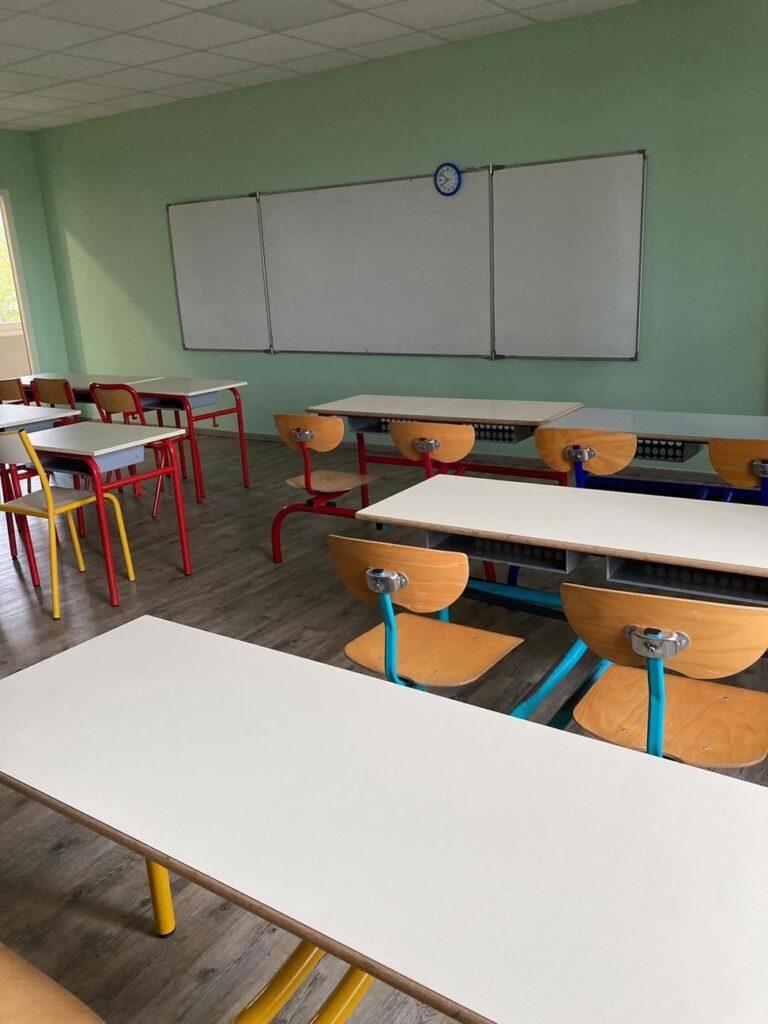 École : Une 8ème classe prête en deux jours !